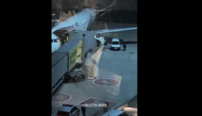 #THY uçağında yolcu acil çıkış kapısını açtı(video)