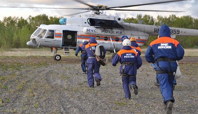 Turistleri taşıyan helikopter düştü
