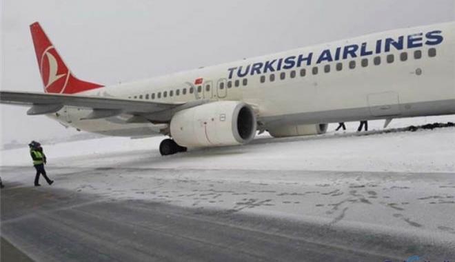 Türk Hava Yolları uçağı pistten çıktı!