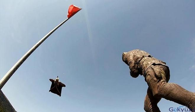Atatürk Anıtı'na nefes kesen atlayış kamerada
