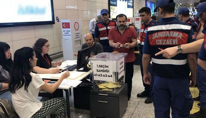 Tutuklular Atatürk Havalimanı'nda oy kullandı!