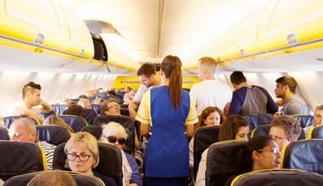 Uçakta çorapları kokan yolcu bıçaklandı