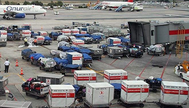 Uçaktan inince bavulu ilk almanın yolu bulundu!