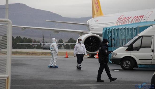 Umreden dönen uçak Kayseri Havalimanı'na indi