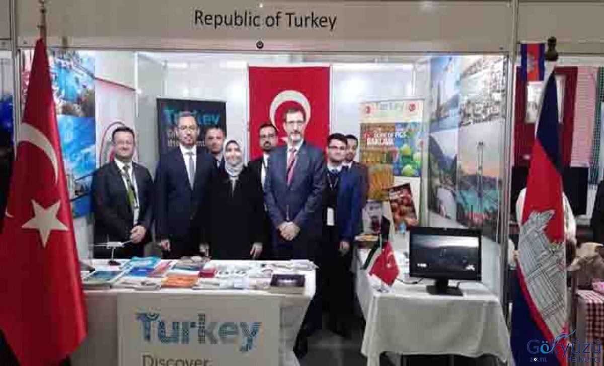 شاركت سعادة السفيرة كويتاك بحفل افتتاح معرض الكويت للطيران.