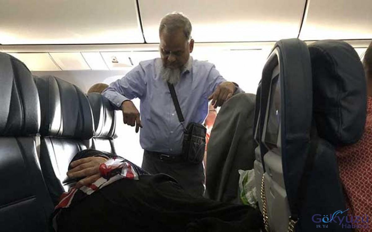 6 saatlik uçuş boyunca ayakta durdu!