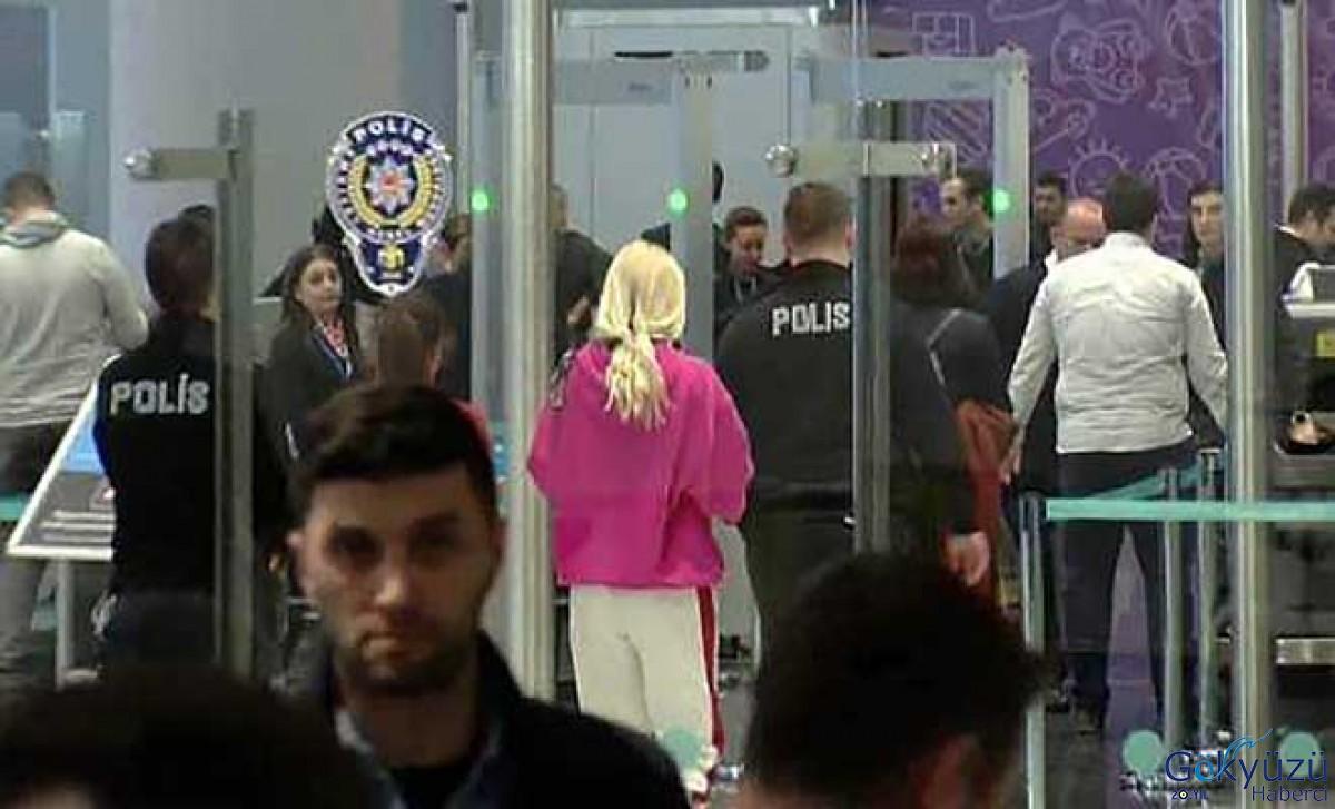Aleyna Tilki havalimanı polis merkezinde ifade verdi.