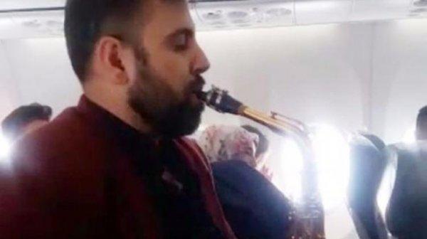 Anadolu Jet uçağında şaşırtan görüntü!