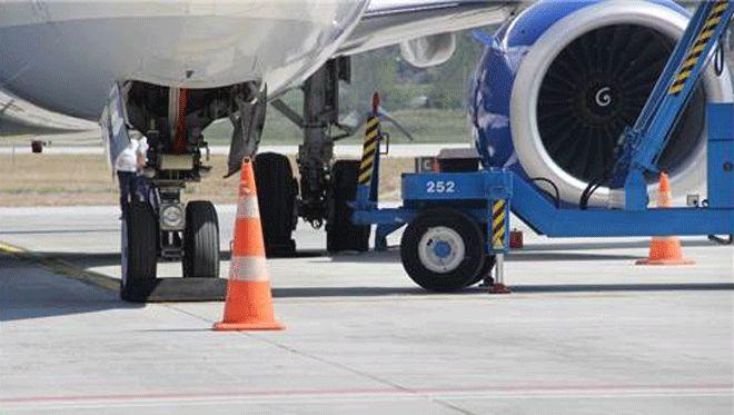 AnadoluJet Uçağının Lastiği Patladı