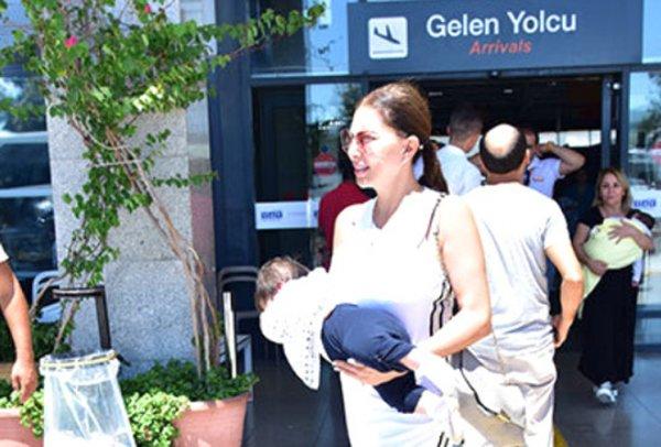 Annenin Havalimanı'nda Bebeğini Taşıma Şekli