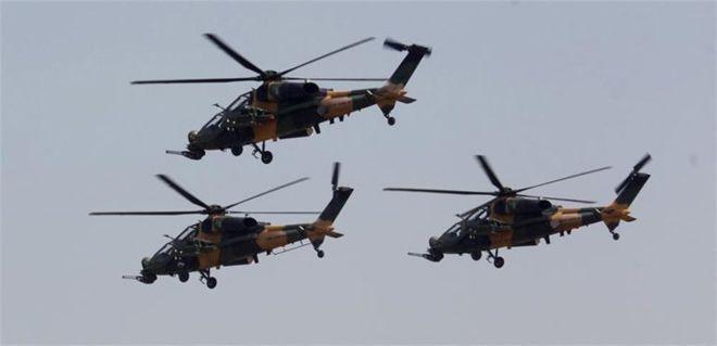 ATAK helikopterler Pakistanlıları selamladı