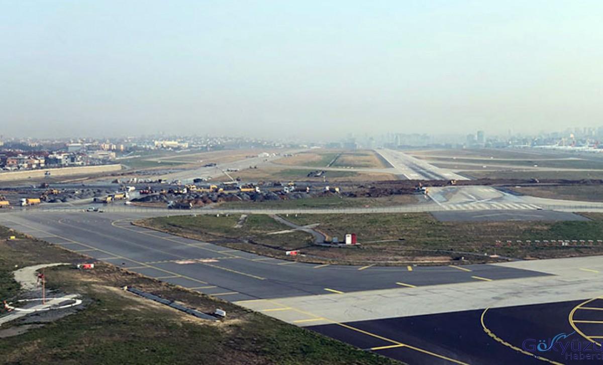 Atatürk Havalimanı iki pistini birden kaybetti...