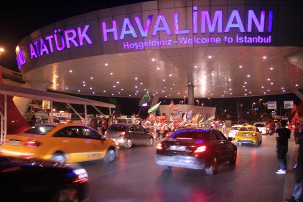 Atatürk Havalimanında Çadırlı Demokrasi Nöbeti