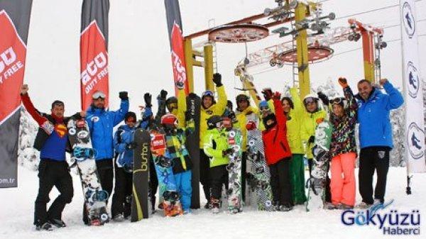 ATÜ Snowboard Yarış Okulu'na Sponsor Oldu