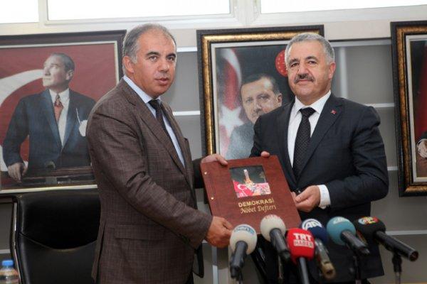 Bakan Arslan, Alaçatı Havalimanı için tarih verdi