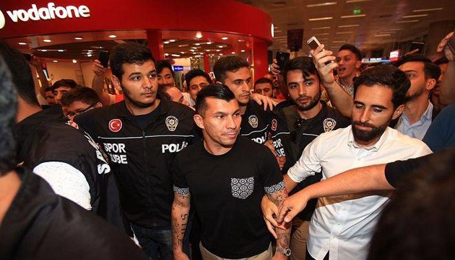 Beşiktaş'ın Yeni Transferi Gary Medel  İstanbul'a Geldi