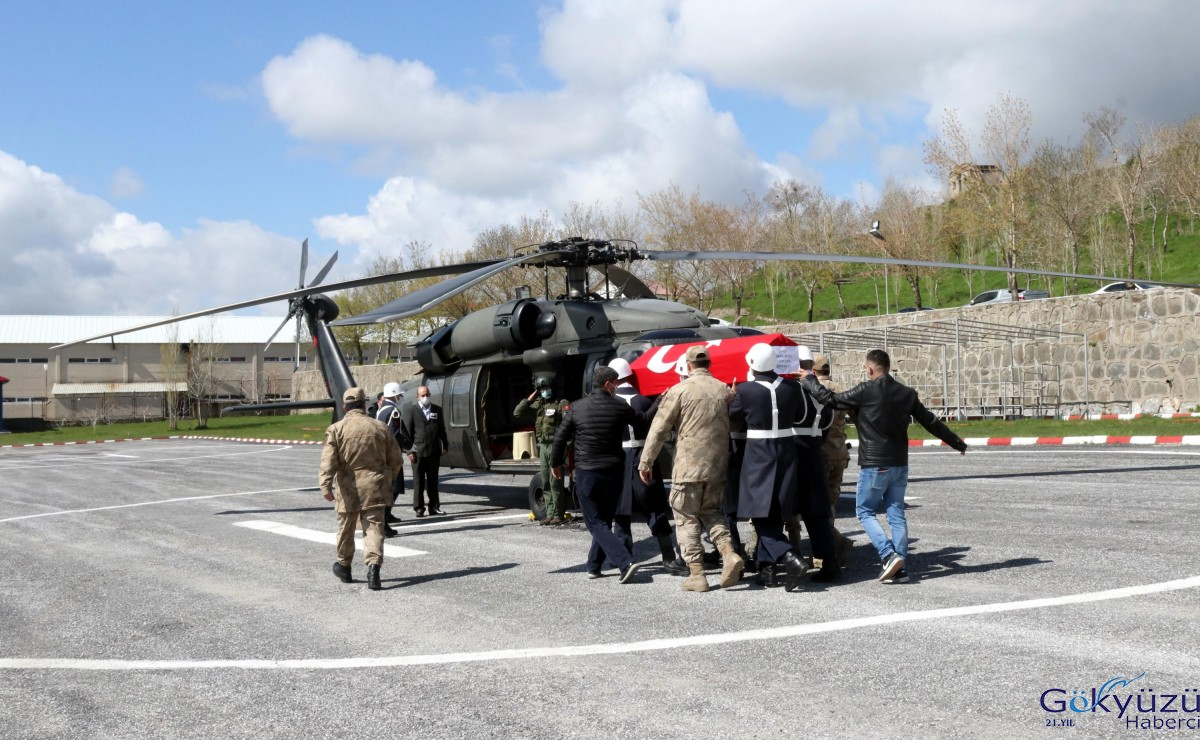 Bitlis'te şehit uzman çavuşlar için tören
