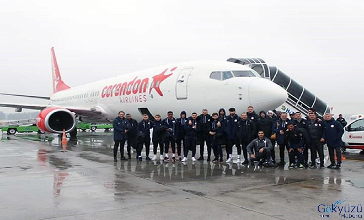 Corendon uçağı hava koşulları nedeniyle Sivas'a inemedi