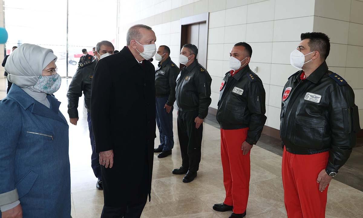 Cumhurbaşkanı Erdoğan, pilotlarla bir araya geldi