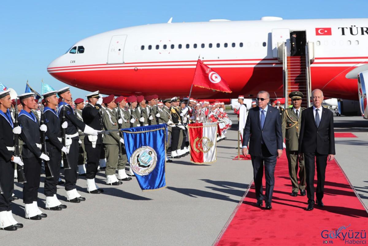 Cumhurbaşkanı Erdoğan Uçağı Tunus'a indi