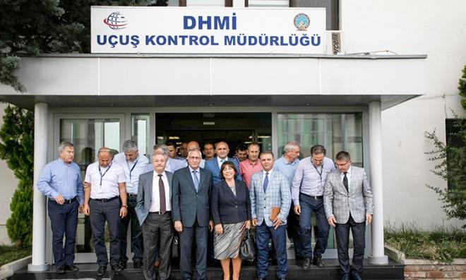 DHMI Genel Müdürü Funda Ocak, Uçuş Kontrol Müdürlüğünü ziyaret etti