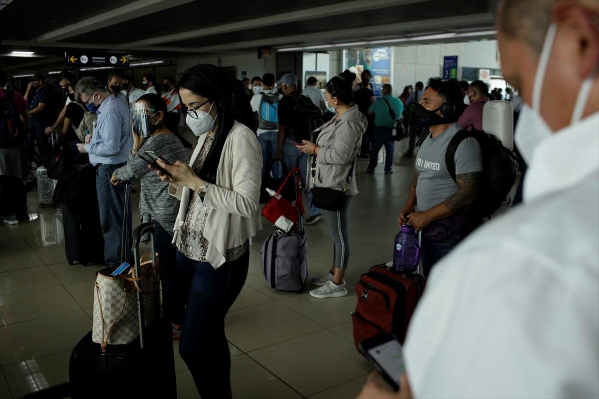 Guatemala'daki havaalanı kül düşmesi nedeniyle kapatıldı