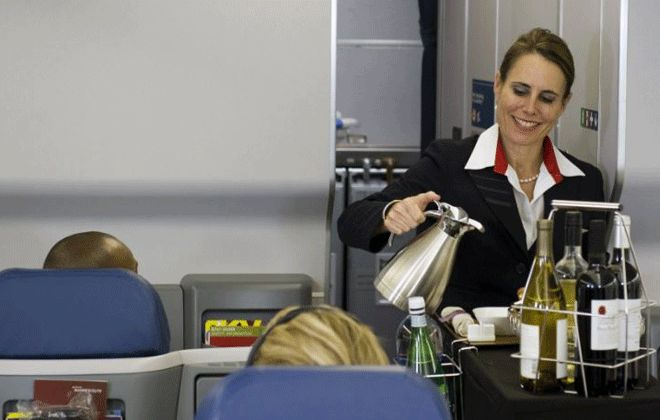 Hostes: Uçakta Çay ve Kahve Tuvalet Suyundan İçmeyin!