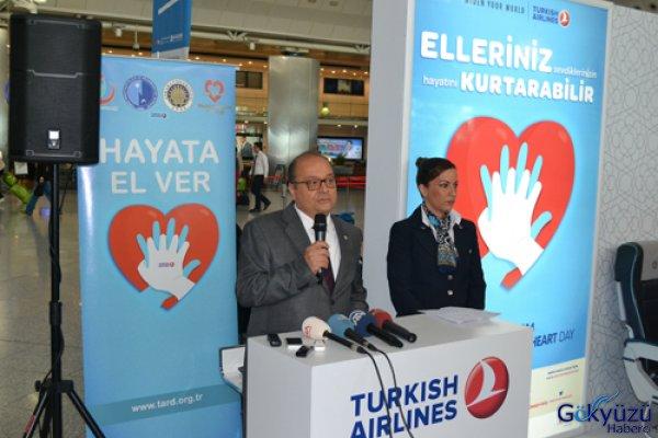 Hostesler 'Kalp Masajı' Tatbikatı Yaptı