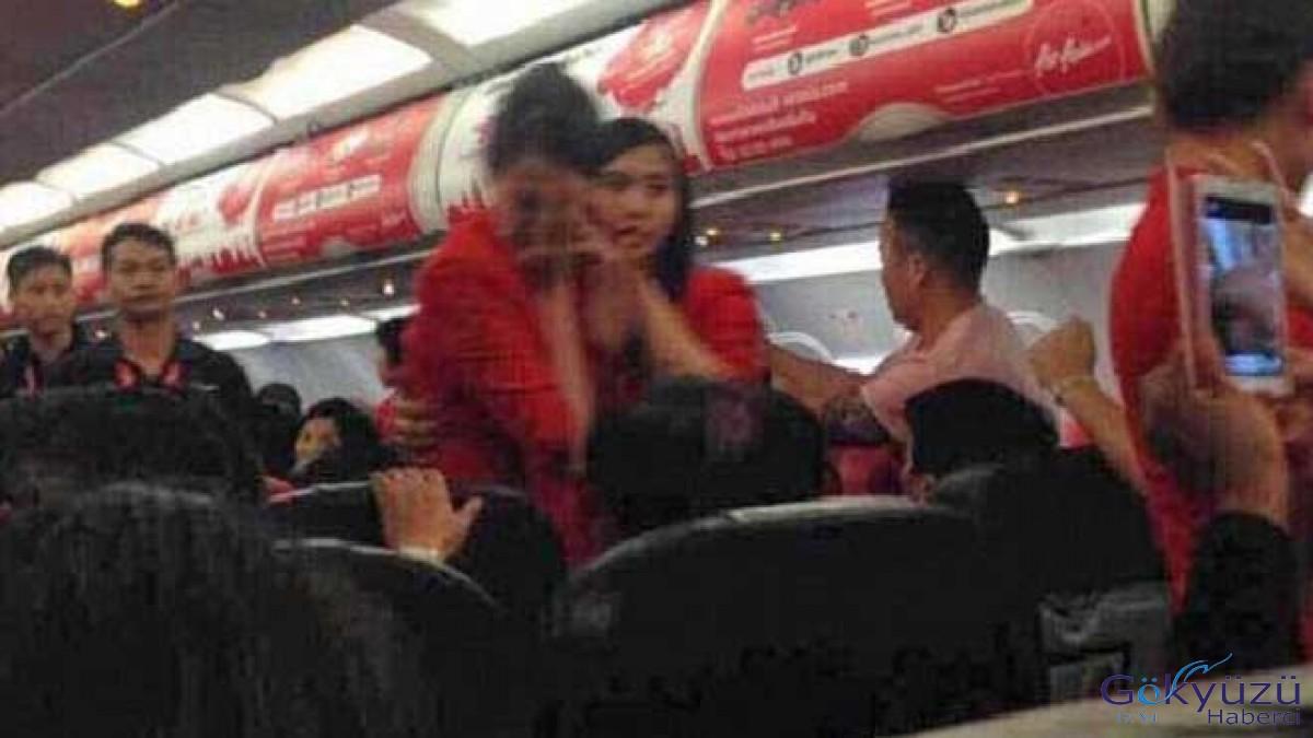 Hostesler uçakta dayak yiyiyor!