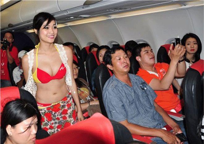 Hostesler yolcuları tahrik ediyor