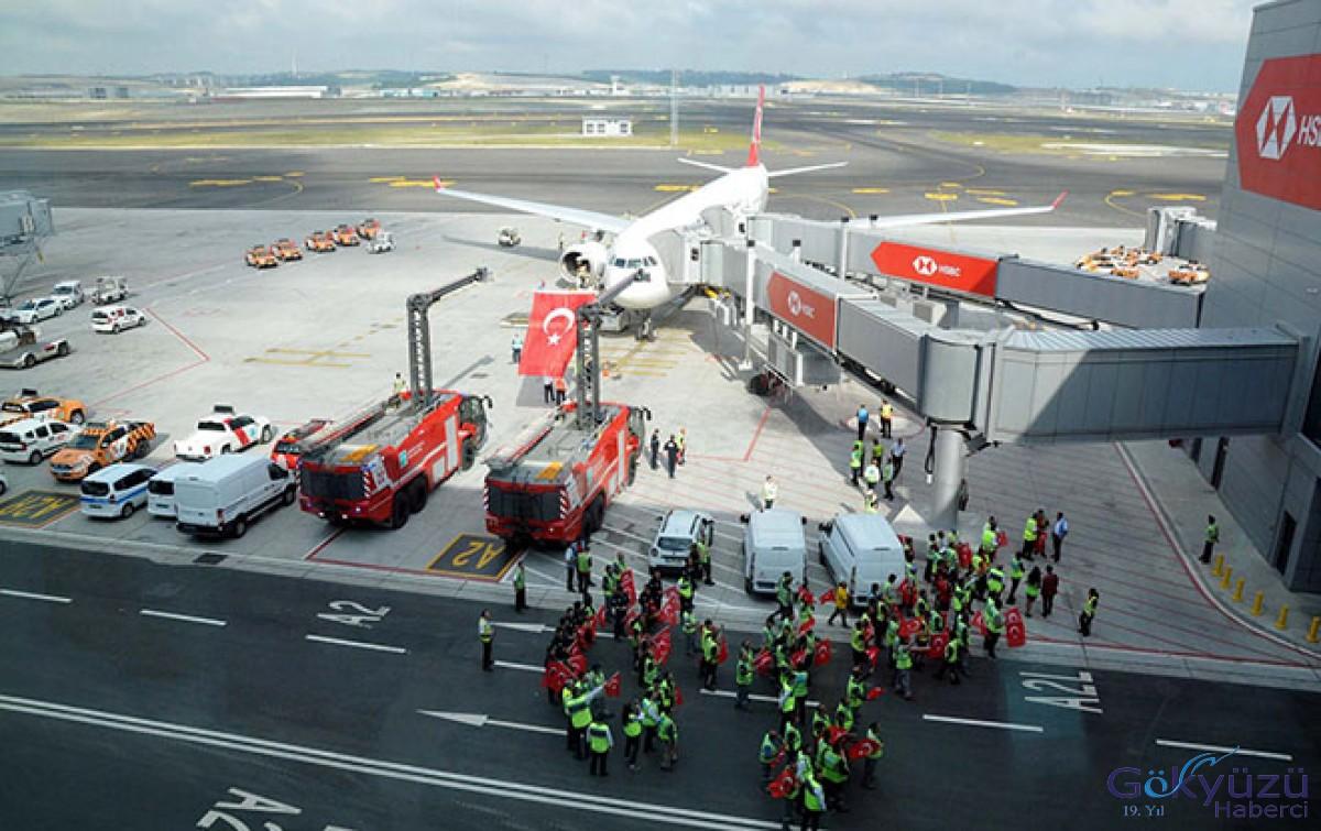 İstanbul Havalimanı'nda Türk bayrakları dalgalandı!