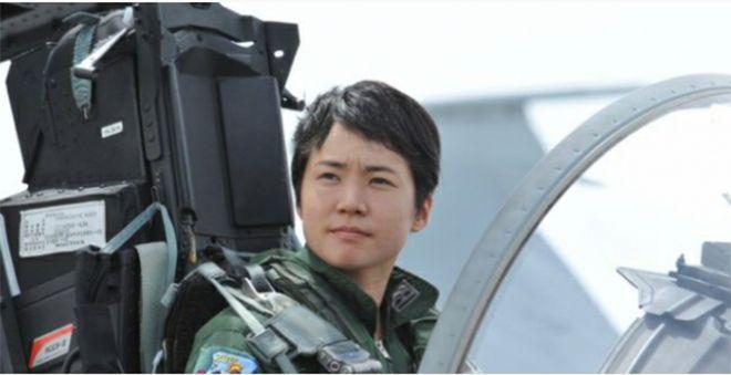 Japonya'nın ilk kadın savaş uçağı pilotu!