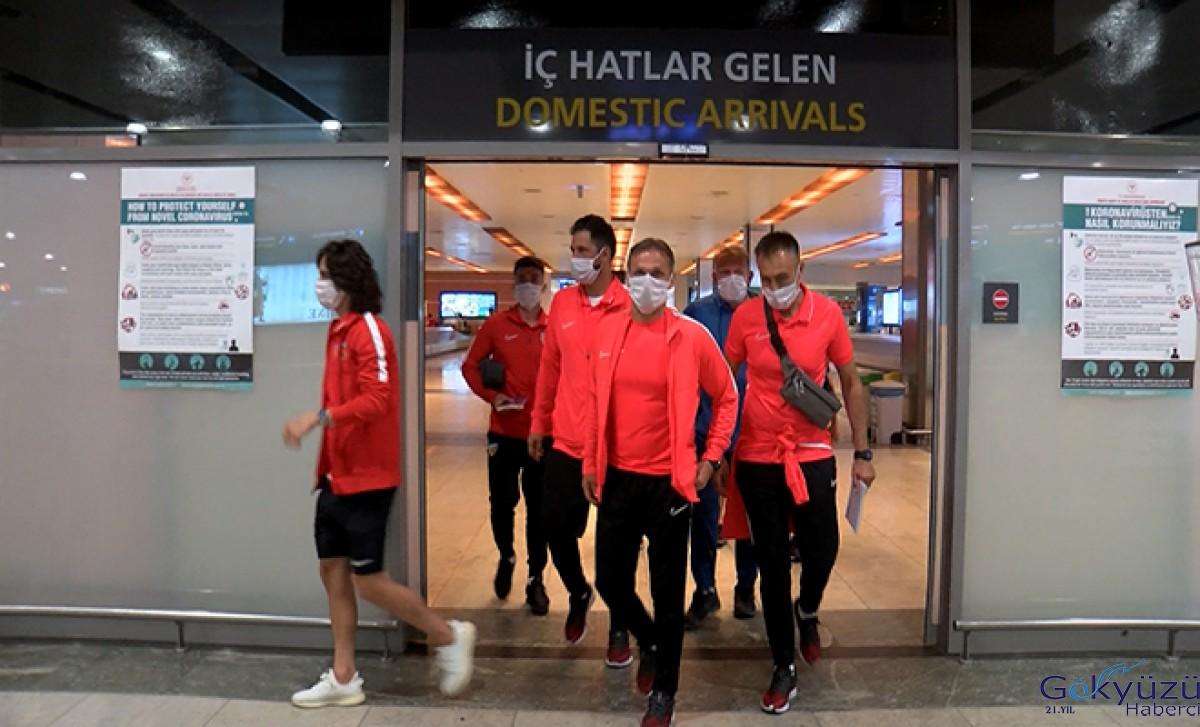 Kayserispor Sabiha Gökçen Havalimanı'na geldi