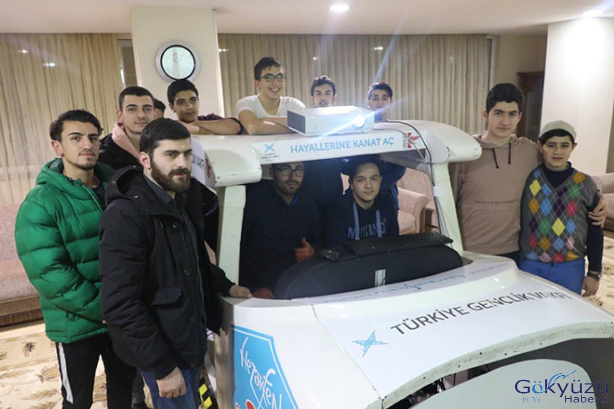 Liseli gençler simülatörle uçuş yaptı!