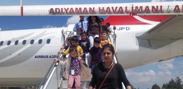 Minik öğrenciler havalimanını gezdi