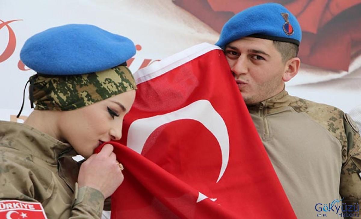 Nikahta Türk bayrağını öperek, 'evet' dediler