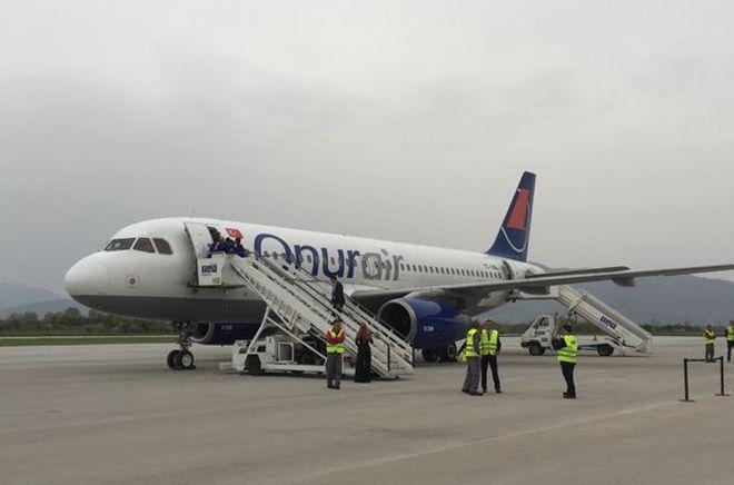 Onur Air uçağı, rahatsızlanan yolcu için zorunlu iniş yaptı  OKU, YORUMLA ve PAYLAŞ ==>http://www.gazeterize.com/genel/onur-air-ucagi-rahatsizlanan-yolcu-icin-zorunlu-inis-yapti-h13694892.html  Gazete Rize