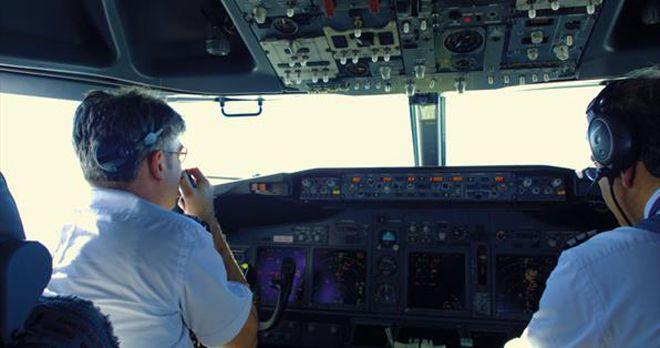 Pilot sigara içen yolcuyu uçağa almadı!