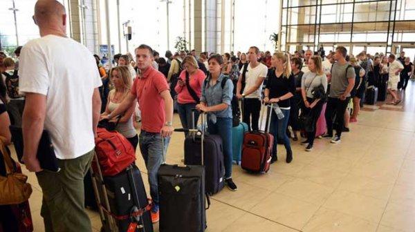 Rus Turistler Bodrum'da günlerdir uçak bekliyor