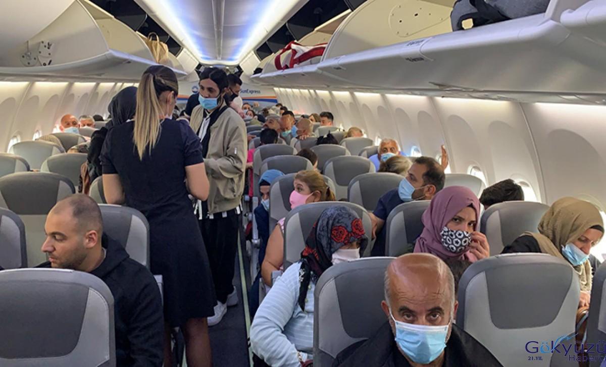 Sun Express Havayolları'na ait uçakta (Covid-19) paniği