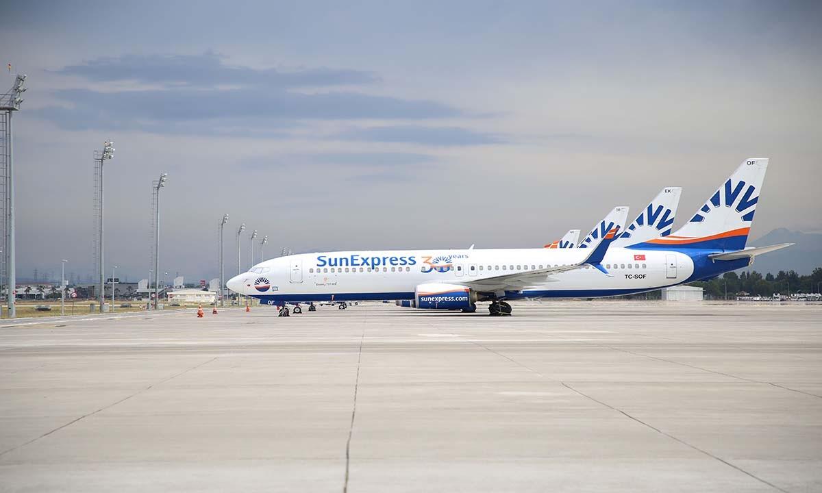 SunExpress, tam kapanma sürecinde yolcularının yanında