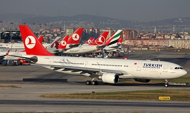 THY İslamabad uçağı geri döndü