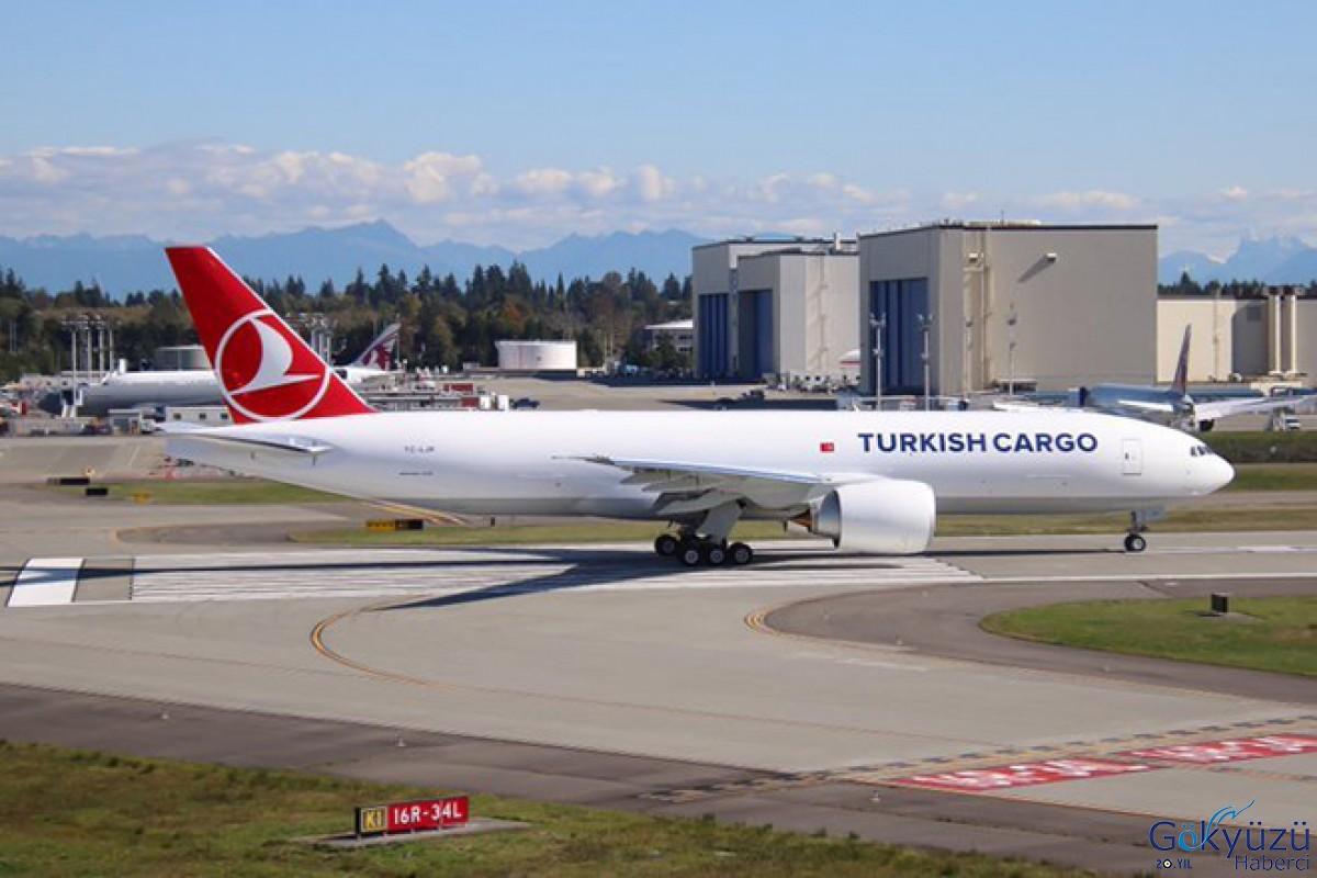 Türk Hava Yolları'na ait yeni kargo uçağı yolda