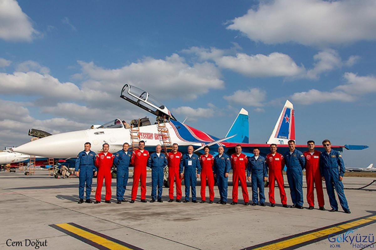 Türk Yıldızları ve Rus Şövalyeleri bir arada