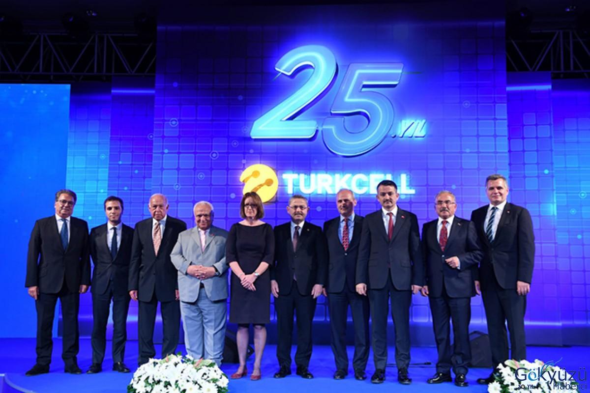 Bakan Turhan, Turkcell'in 25. Yıl Resepsiyonu'na katıldı.