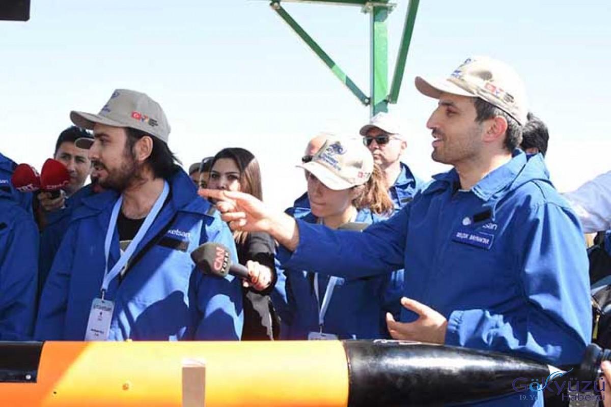 Tuz Gölü'nde gençlerin roket yarışı