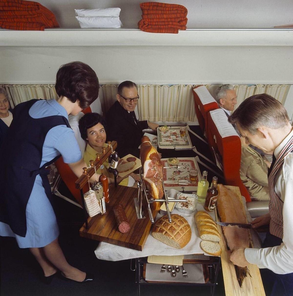 Uçakta yiyip içmek riski arttırır mı?