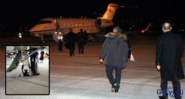 Ali Ağaoğlu'nun Uçağı Arızalandı Uçamadılar