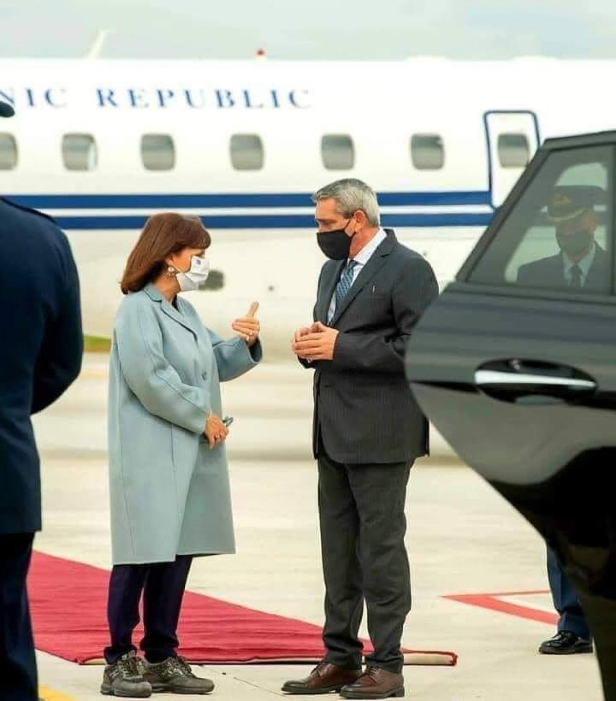 Yunanistan Cumhurbaşkanına ayakkabı tepkisi