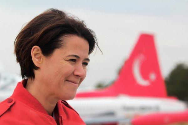 Türk Yıldızları'nın filo komutanı Binbaşı Esra Özatay